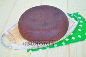 Когда бисквит выпечется, вынуть его и дать полностью остыть.