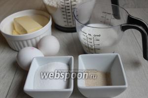 Итак нам понадобятся для теста такие продукты: мука, яйца, масло сливочное, дрожжи, молоко и сахар.