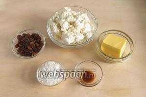 Подготовьте необходимые ингредиенты: творог (у меня 5% жирности), сливочное масло комнатной температуры, сахарную пудру и ванильный экстракт. Ванильный экстракт можно заменить на ванильный сахар.