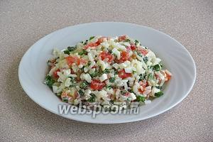 Подать салат порционно.