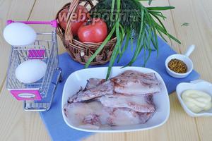 Для заправки потребуется майонез и готовая французская зернистая горчица. Для салата: кальмары замороженные, зелень, яйца, помидоры.