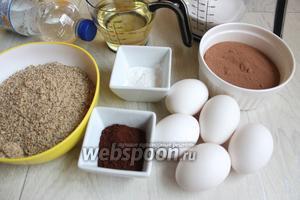 Такие продукты нам понадобятся. Яйца, масло растительное, мука, сахар, минeральная вода газированая, разрыхлитель, молотый грецкий орех( можно заменить на миндальные), какао напиток и какао порошок.