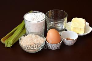 Для приготовления трубочек нам понадобится ревень, мука, сливочное масло, сахар, яйцо, корица, вода.