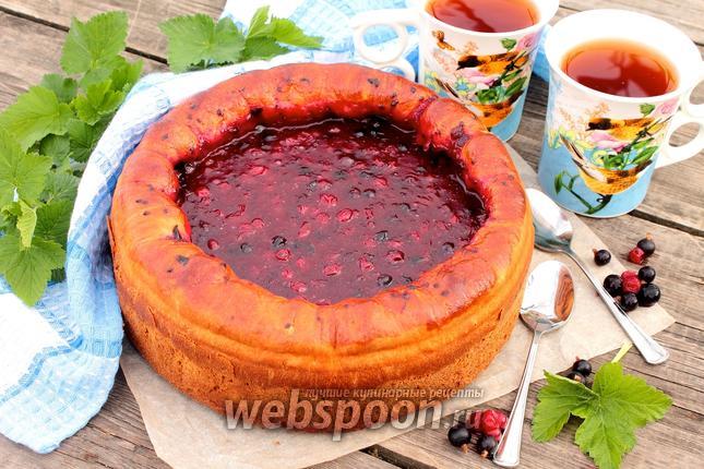 Фото Пирог с чёрной и красной смородиной