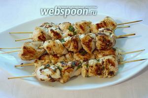 Готовое мясо уложить на тарелку. Приятного аппетита. Подавать со свежими овощами.