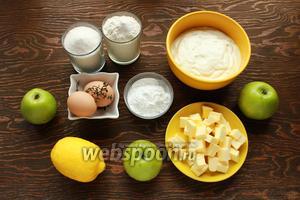 Нам понадобится: сахар, мука, яйца, сметана, тимьян, масло (охлаждённое, порезанное кубиками), яблоки, лимон.