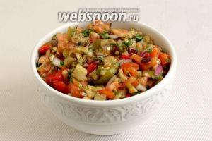 Вкуснейший салат готов. Он пахнет дымком и имеет очень приятный вкус. Подавать его можно к шашлыку, картошке, рыбе и просто к хлебу.