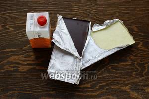 Для декора: шоколад горький и белый, сливки.