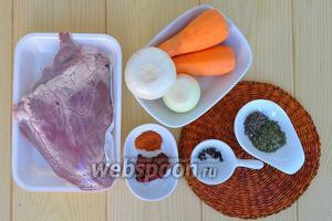 Приготовим всё необходимое: сердце, овощи, специи томатную пасту, растительное масло.