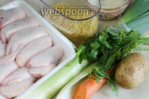 Для приготовления супа взять куриные крылья, картофель, морковь, сельдерей, вермишель, жир, зелень, лавровый лист.