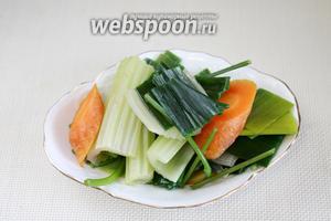 Вынуть ненужные овощи: они уже отдали свой аромат.