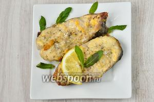 Готовое блюдо украшаем листиками мяты и кусочками лимона. В таком виде подаём на стол. Приятного аппетита!