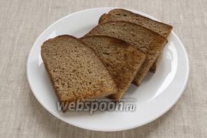 Хлеб подсушить на сухой сковородке. Остудить.