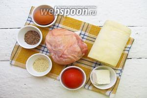 Для приготовления слоек возьмём тесто слоёное дрожжевое, куриное филе, брынзу, помидоры, желток куриный, семена льна и кунжута.