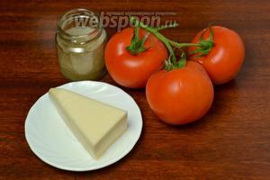 Подготавливаем ингредиенты для второго блюда: помидоры, сыр, соль и хмели-сунели.