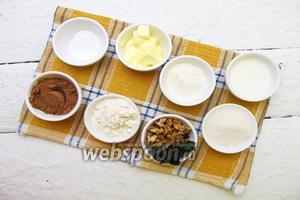 Для приготовления кекса нам необходимы следующие составляющие: мука пшеничная, масло сливочное или маргарин, сахар, яйца куриные, ванильный сахар, разрыхлитель, молоко, крапива свежая (листочки), грецкие орехи, какао порошок.