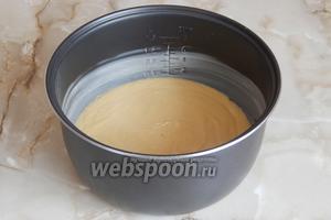 Чашу смазываем оставленным маслом и выливаем в неё тесто. Выпекаем на режиме Выпечка ровно 1 час.
