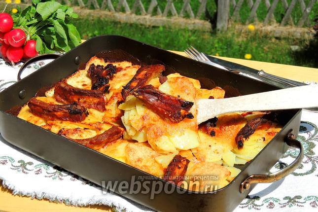Фото Картофельный гратен с рёбрышками и беконом