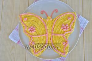 Декорировать крылья другим цветом, например так.