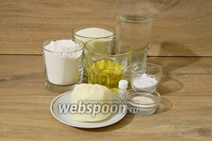 Для приготовления печенья «Мамуль» нам понадобятся мука, манная крупа, сливочное масло, подсолнечное масло, вода, сахарная пудра, разрыхлитель, дрожжи, соль, розовая вода, яйцо для смазки.