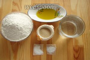 Для багета нам понадобится мука, дрожжи сухие, соль, сахар, вода теплая кипячёная и оливковое масло.
