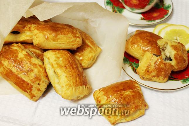 Фото Слоёные пирожки с курицей и грибами