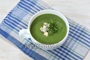 Подавать суп-пюре горячим, посыпав укропом и по желанию — сыром с плесенью. Вместо сыра по желанию можно добавить ложку сметаны!