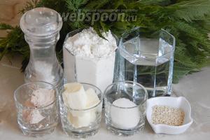 Для приготовления полезного и красивого крапивного хлеба нам будут нужны такие продукты: крапива свежая (у меня только с огорода), мука пшеничная, вода кипячёная тёплая, дрожжи свежие (можно заменить сухими - 3-4 грамма), масло сливочное, соль, сахар, свежий укроп и сушёный чеснок (забыла положить к остальным ингредиентам, но добавьте обязательно).