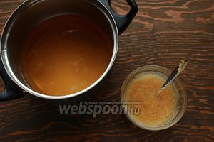 Желе: замочить желатин в шампанском. Шампанское нагреть с сахаром, не кипятить! только до растворения сахара. Влить лимонный сок. Немого остудить и растворить желатин.