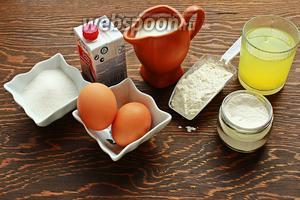 Для панкейков от Пьера Эрме, надо: сливки 35-38%, молоко, 2 яйца, и белки от 4 яиц —120 грамм, сахар, ваниль, мука, разрыхлитель, соль.