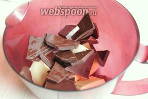 Масло и шоколад поставим в микроволновку на 1-2 минуты.