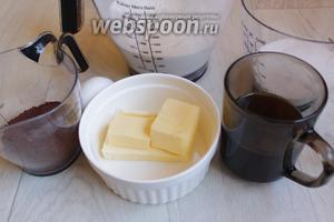 Итак возмём такие продукты. Сахар, муку, яйцо, разрыхлитель, крепко свареный кофе, какао, йогурт.