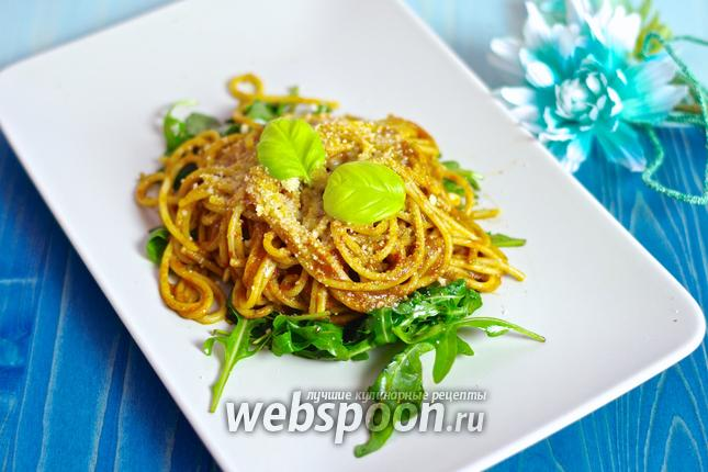 Фото Спагетти с помидорами черри и кедровыми орешками