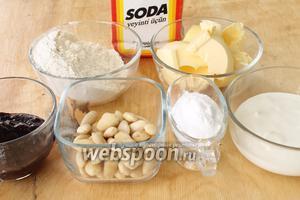 Для рогаликов понадобятся мука, миндаль, сода, сливочное масло, сода, нежирная сметана и джем для начинки.