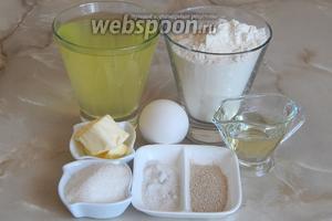 Белый хлеб на сыворотке мы будем готовить из таких продуктов, как: мука пшеничная, сыворотка, масло сливочное и подсолнечное, дрожжи сухие, яйца куриные, соль, сахар.
