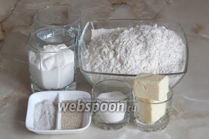 Готовить сметанный хлеб мы будем из таких продуктов: сметана (жирность не важна), кипяченая тёплая вода, дрожжи сухие (прессованных взять 30 граммов), соль, сахар, мука пшеничная и сливочное масло.