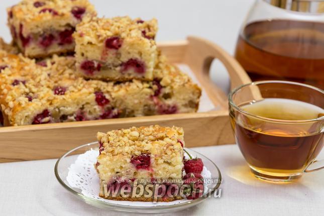 Фото Йогуртовый пирог с малиной и орехами