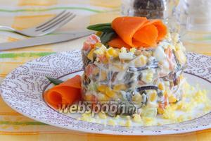 Салат с ламинарией, морковью, огурцом и кукурузой