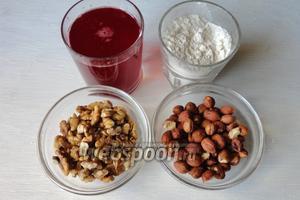 Для приготовления нам понадобится; грецкие орехи, фундук, виноградный сок, мука и сахар.