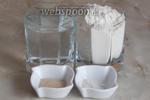 Для приготовления марокканских пресных лепёшек нам понадобится мука пшеничная, вода кипячёная тёплая, соль и дрожжи сухие активные.