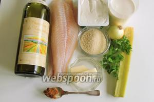 Подготовим ингредиенты: филе пангасиуса, миндальную крошку, лук, кервель, ревень, сливочный сыр, сливки, масло сливочное, бульон и вино.