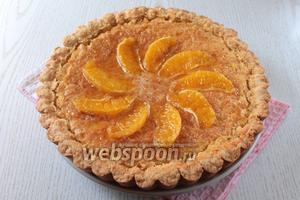 Выложить дольки на пирог и полить сиропом. Наш апельсиновый пирог готов. Приятного чаепития!