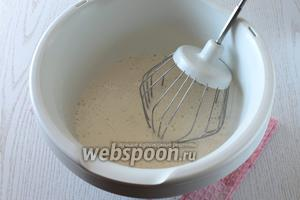 Взбить яйца и оставшийся белок с сахаром.