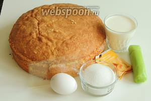 Подготовим ингредиенты: шведский бисквит, яйца, сахар и ванильный сахар (желательно белый), желатин в пластинах, молоко жирностью не менее 3,5%, сливки жирностью не менее 25%-35%, зелёный марципан и по желанию цветной для розы.