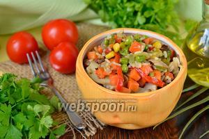 Рагу с шампиньонами, зелёным горошком, рисом, кукурузой
