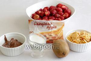Для приготовления десерта возьмём клубнику, хлопья медовые, киви, шоколадную пасту, сливки, сахарную пудру.
