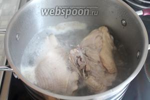 Бульон вылить, промыть мясо и кастрюлю.