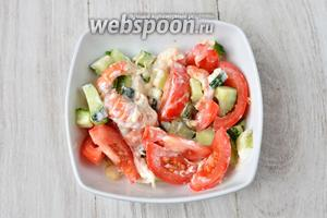 Перемешиваем, солим по вкусу и подаём на стол. Готовый салат, украшаем веточкой петрушки. Приятного аппетита!