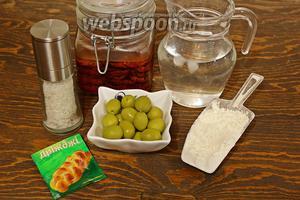 Понадобятся: мука, прохладная вода (отфильтрованная), соль, дрожжи, томаты, оливки (пол баночки), чеснок и смесь трав. Тесто замесила в 21.00, а выпекала в 8 утра.