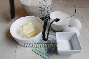 Берём такие продукты: яйца, сахар, молоко, дрожжи сухие, соль, масло, муку.